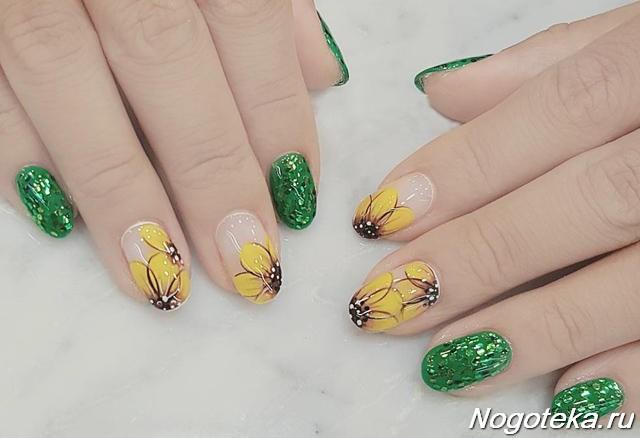 Зеленый маникюр с желтыми цветами