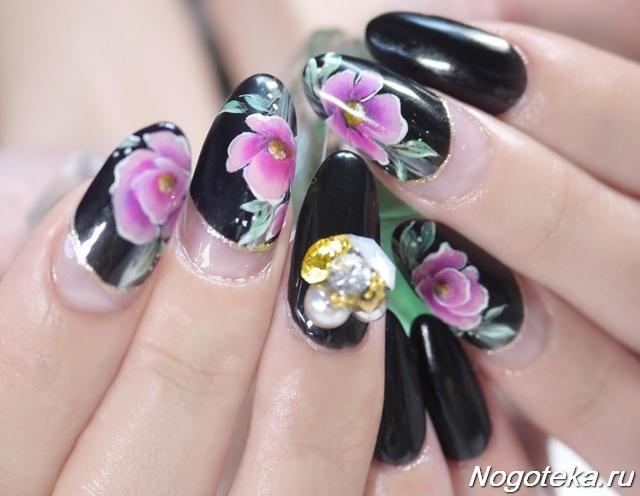 Маникюр чёрный с цветами