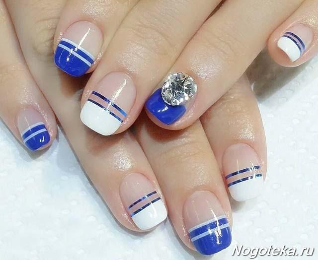 Маникюр белый с синим