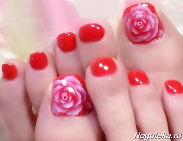 Педикюр с цветочком на большом пальце фото